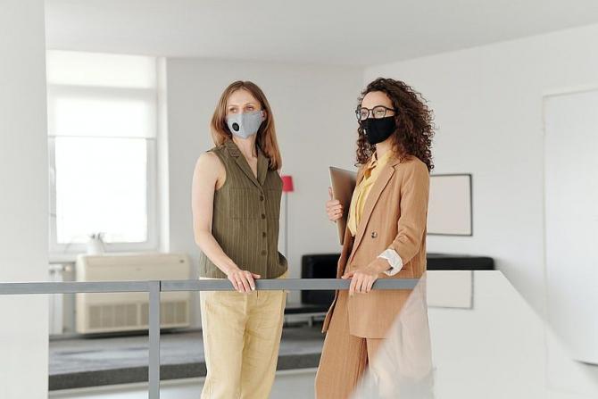 Masca nu e obligatorie pentru toți angajații. Există și excepții