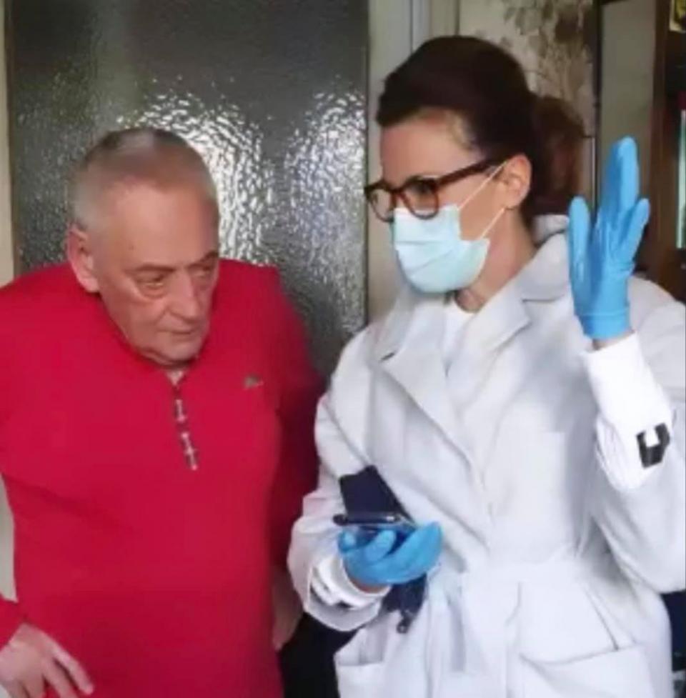Horia Moculescu, al[turi de medicul Adina Alberts. FOTO Facebook