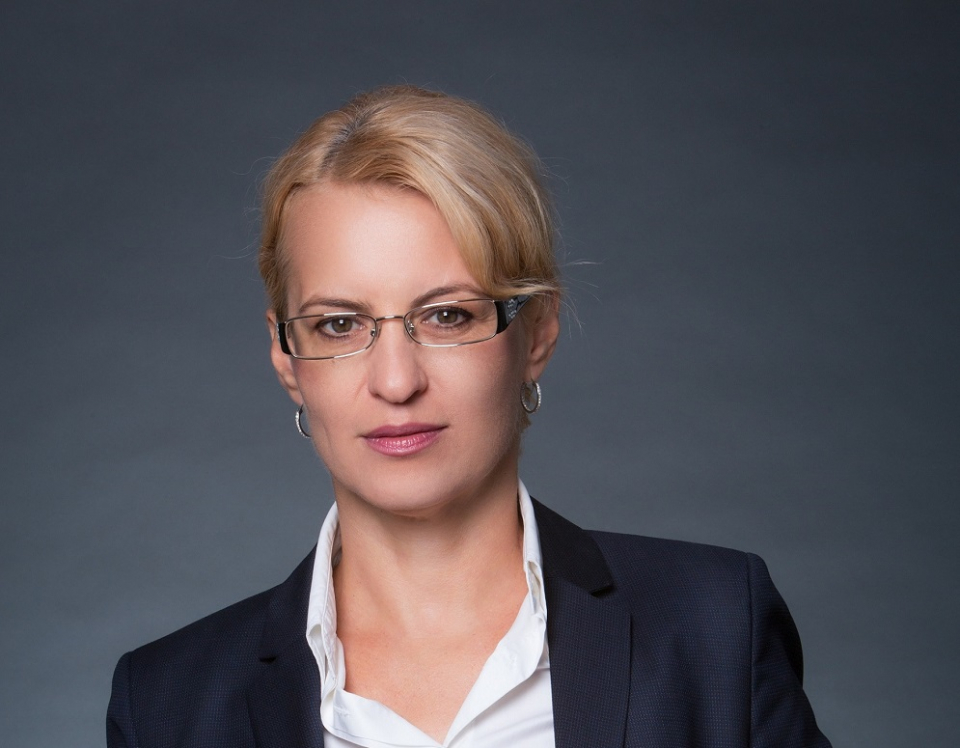 Dr. Iulia Ionesscu