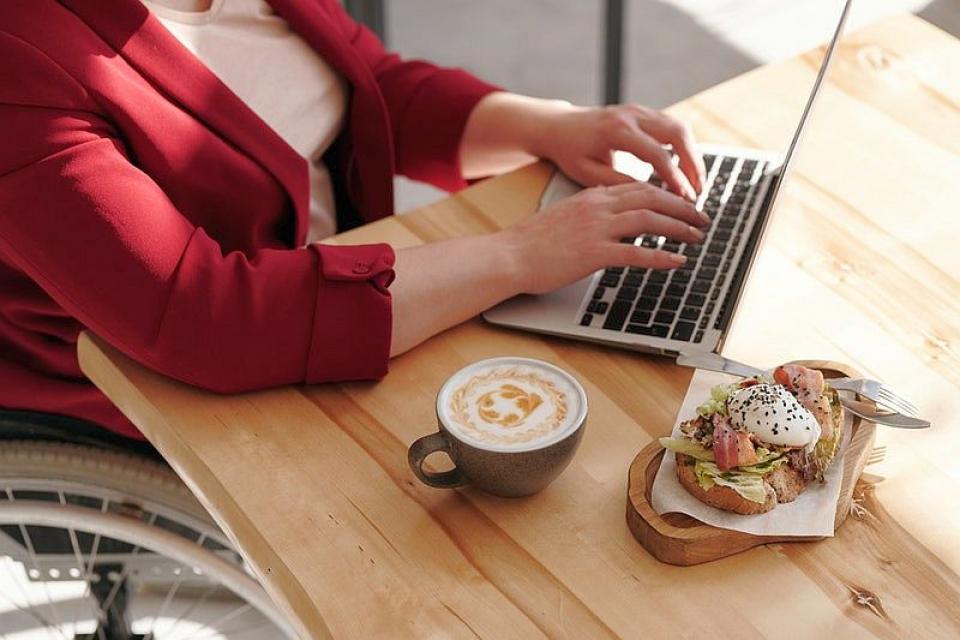 Cum mănânci sănătos când ești la birou
