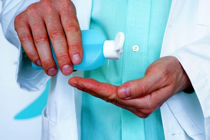 Dezinfectarea după fiecare pacient, una dintre regulile medicului de familie