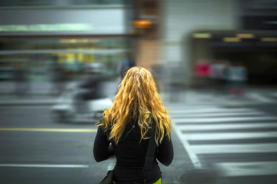 Persoanele care au deficienta de vedere pot aprecia gresit distanta de la care claxonează o mașină