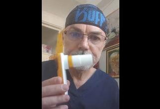 Dr Mihai Craiu, explicație despre PEF-metru pentru pacienții cu astm. Foto: Facebook
