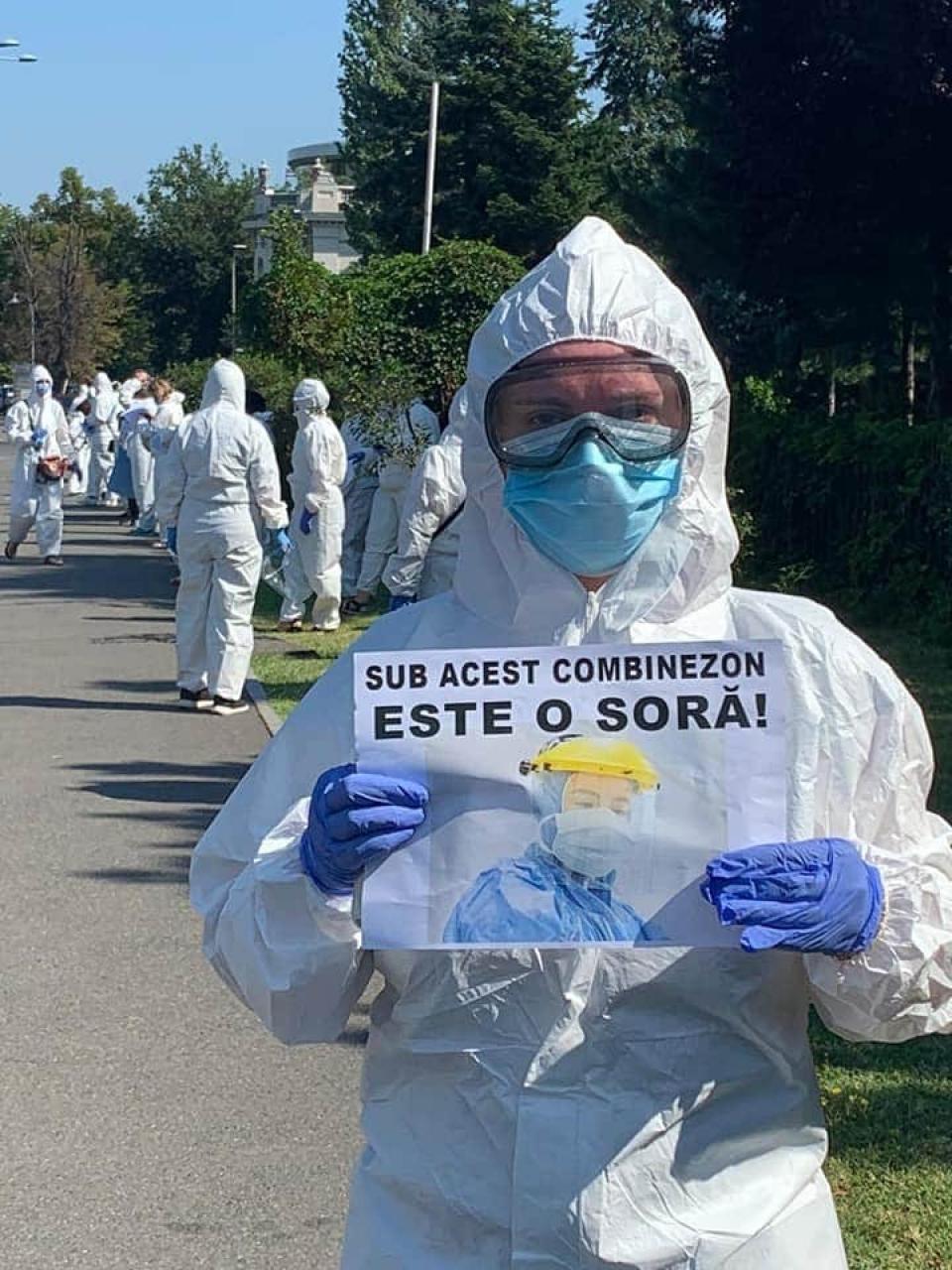 Medicii protestează în fața Guvernului. Foto: Sanitas