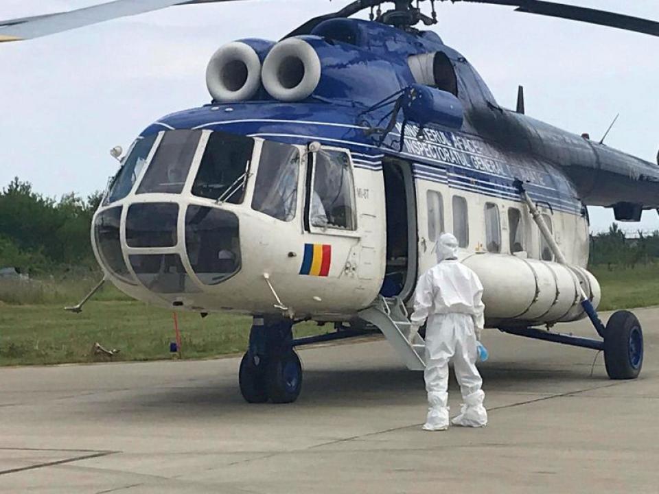 Un pacient va fi transportat cu elicopterul la un spital din alt judet
