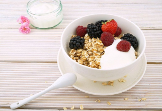 Cerealele integrale și fructele de pădure scad colesterolul rău LDL