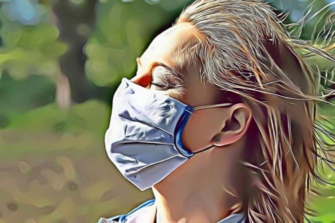 Masca trebuie purtată în aer liber, în anumite condiții