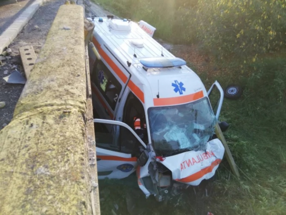 Pacienta din ambulanța a murit