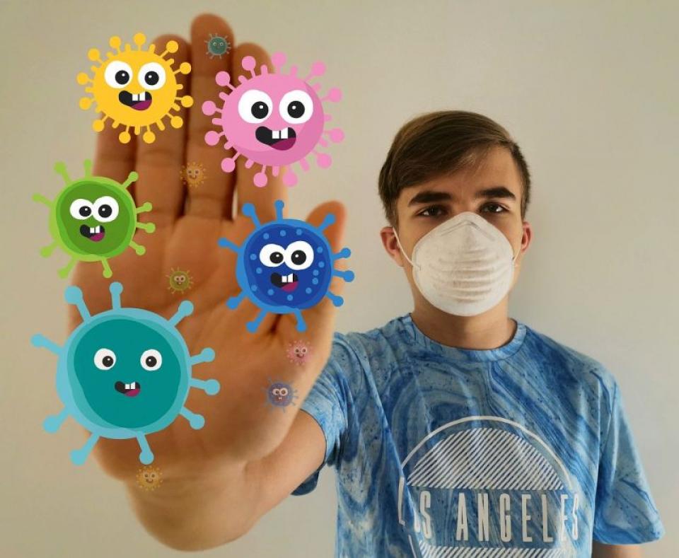 Copil cu mască, coronavirus. Foto: Pixabay