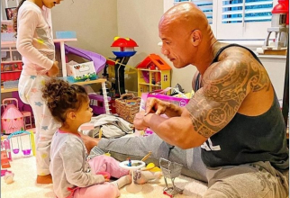 "Dwayne ""The Rock"" Johnson și cele două fiice pe care le are cu soția sa Lauren Hashian. Foto: Instagram / contul personal"