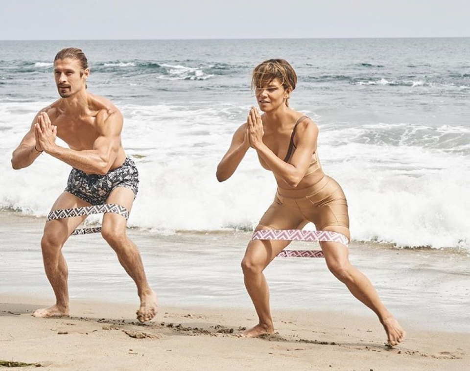 Halle Berry, alături de antrenorul său de fitness,  Peter Lee Thomas. Foto Instagram