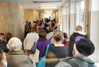 Coadă pe holul Institutului Oncologic București  FOTO: Facebook Cristina Severin