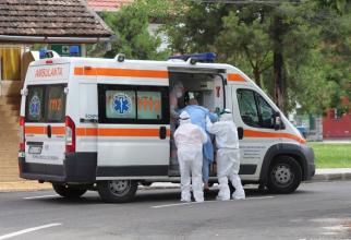 Pacienții COVID-19 sunt duși la spital cu ambulanța. Foto: Pixabay