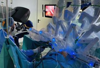 Chirurgie robotifcă. Foto: Sanador