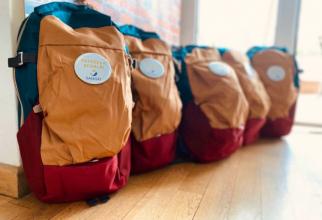 Ghiozdanele care vor fi donate de Sanofi celor 70 de copilași