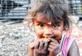 Milioane de copii cresc într-o sărăcie lucie. Foto: Pixabay