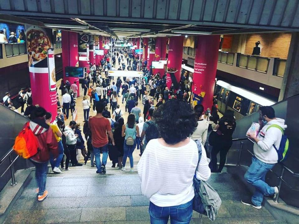 Aglomerație la metrou. Foto: Facebook / Radu Tudor