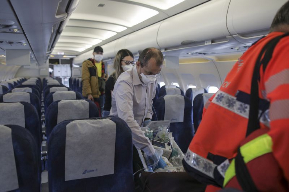 Bebelușii au fost duși cu un avion închiriat. Foto: Asociația Blondie / Octav Ganea - Inquam Photos
