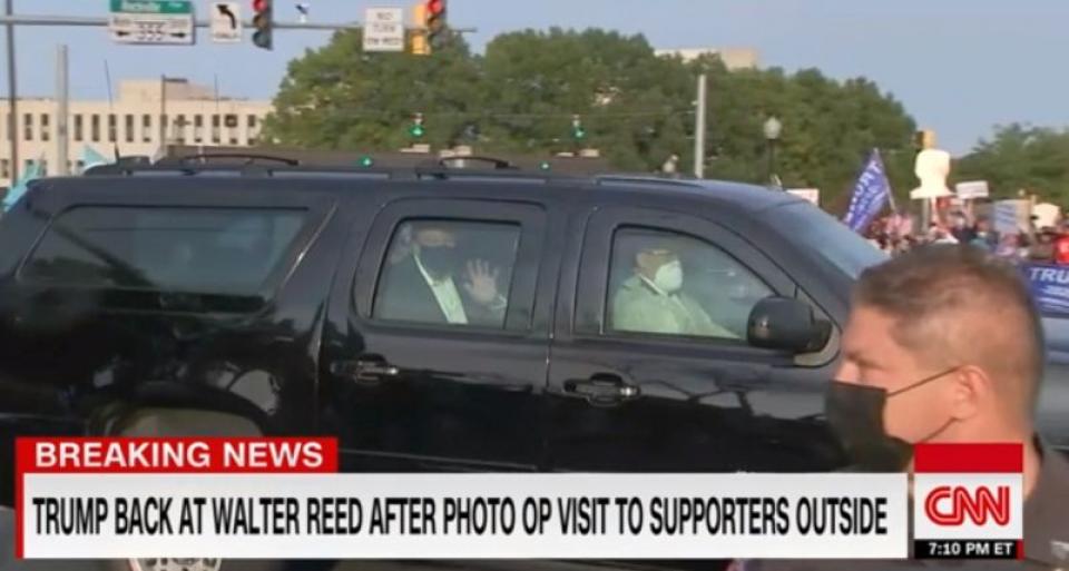 Donald Trump, ieșit la plimbare în limuzina blindată. Foto: Print screen CNN