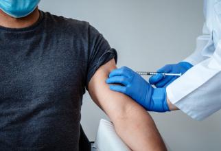 Mii de persoane au făcut vaccinul Pfizer / BioNTech, care este în faza 3 de studiu clinic. Foto: BioNTech