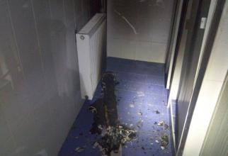 Un corp de iluminat cu neon a ars într-o baie a Spitalului CFR Cluj Napoca. Foto: ISU Cluj