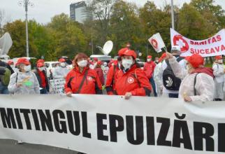 Sanitas, protest în fața Palatului Victoria. Foto: Facebook