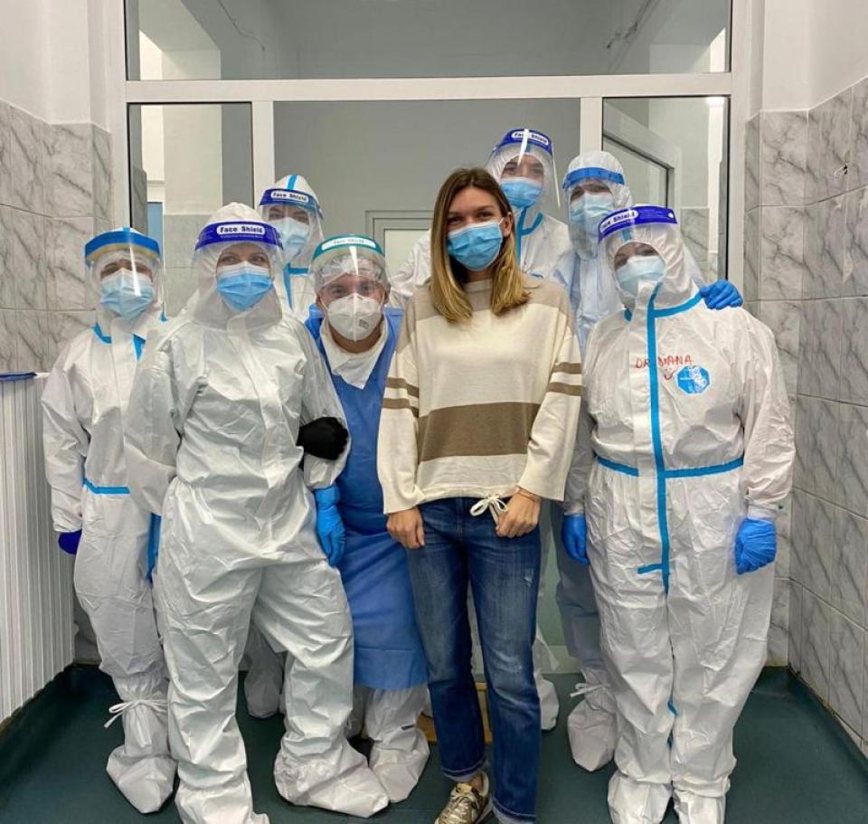 Simona Halep și echipa medicală care i-a fost alături. Foto: Facebook