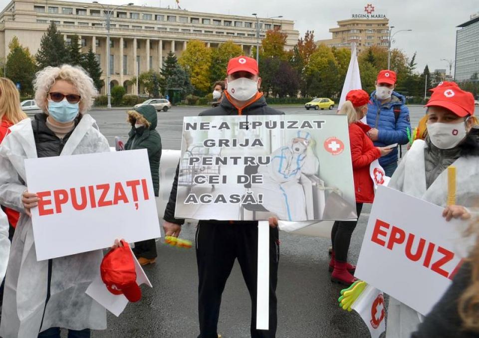 Sindicaliștii de la SANITAS, în fața Guvernului. Imagine de arhivă  Foto: Facebook