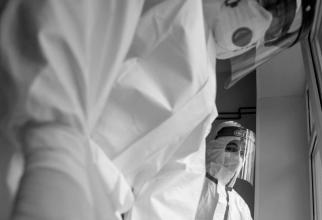 Poză cu caracter informativ. Medici din secțiile de terapie intensivă COVID - 19. Foto. Spitalul Militar Central / Daniel Iancu