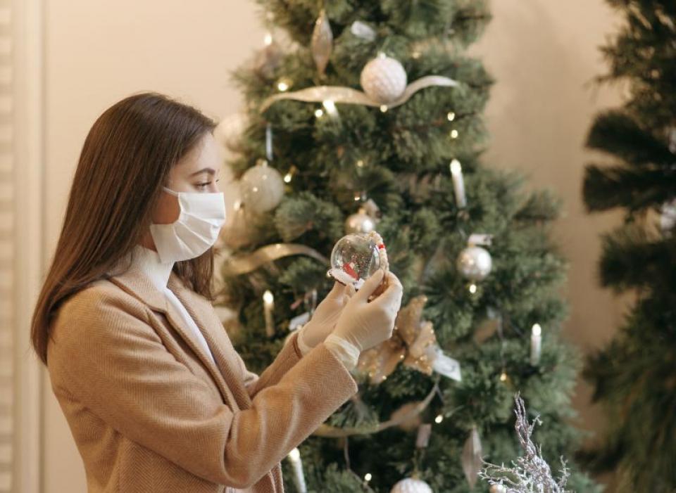 Crăciun cu mască din cauza COVID-19. Foto: Pexels
