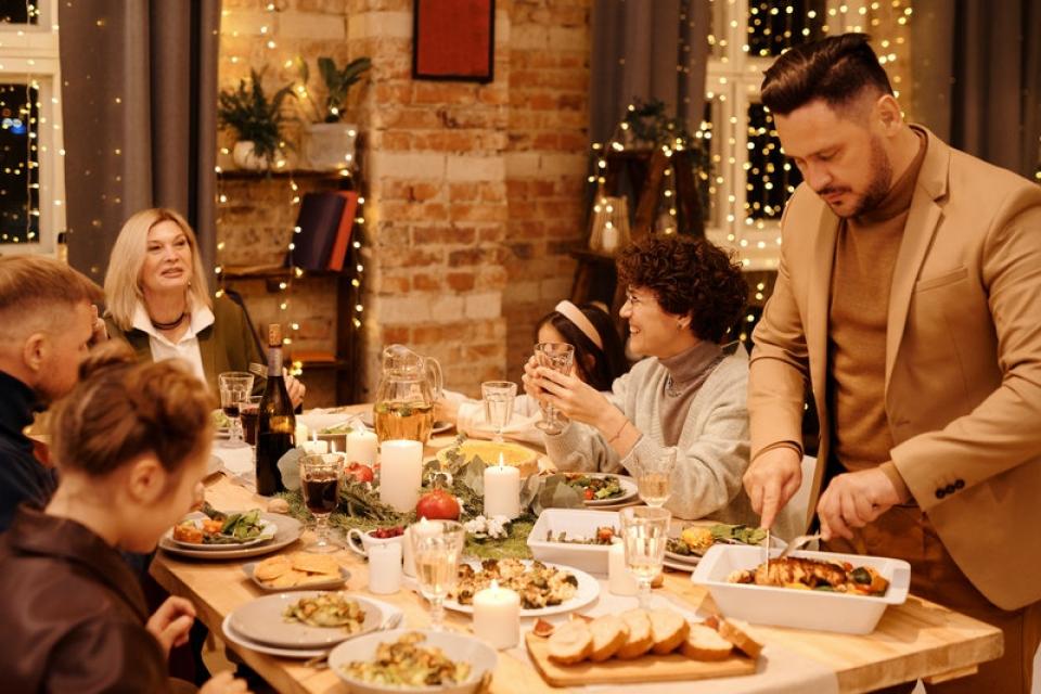 Petrecere Crăciun. Foto: Pexels