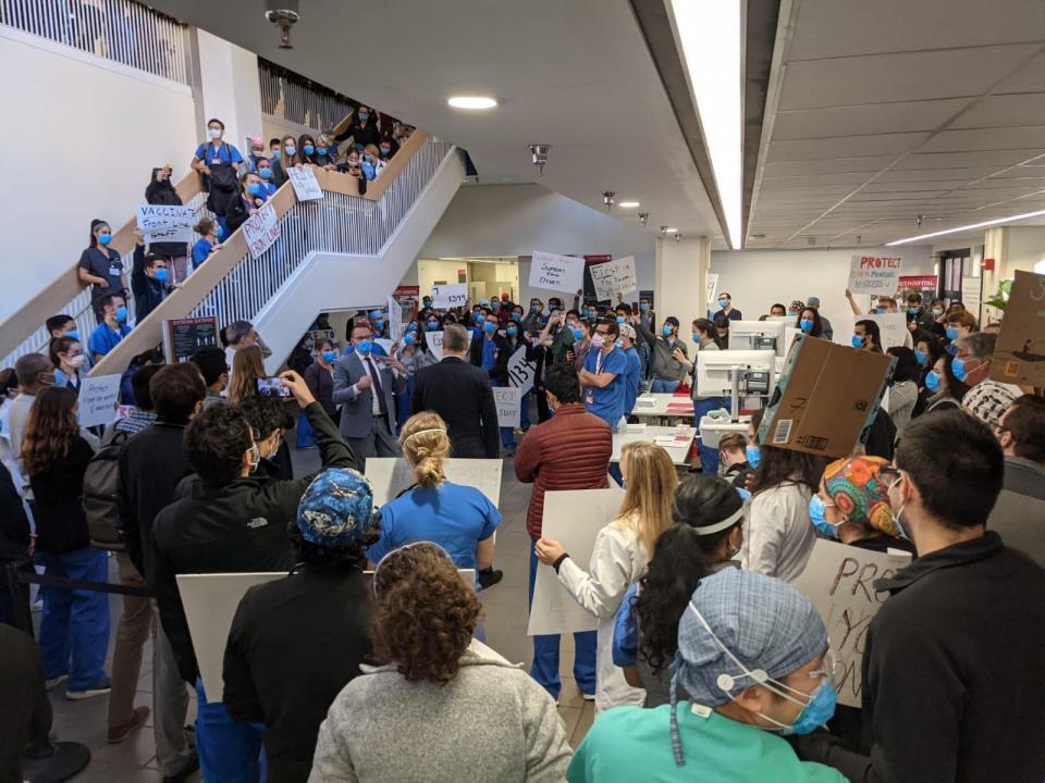 Protestul medicilor de la Stanford, California   Sursa foto: reddit.com
