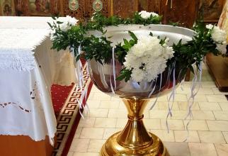 Cristelniță botez  Foto: https://www.floricuhar.ro/