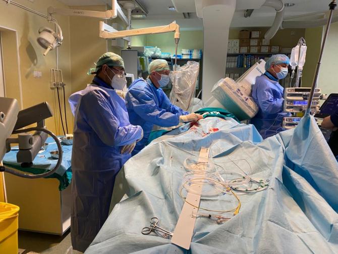 Procedură salvatoare de vieți și foarte greu de efectuat, realizată la Institutul C.C. Iliescu FOTO: Institutul C.C. Iliescu București