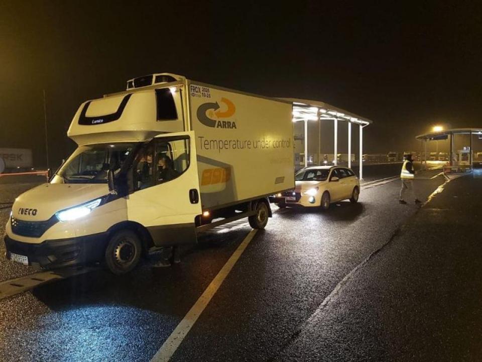 Camionul care aduce prima tranșă de vaccinuri Moderna a intrat în țară. Foto: European Commission