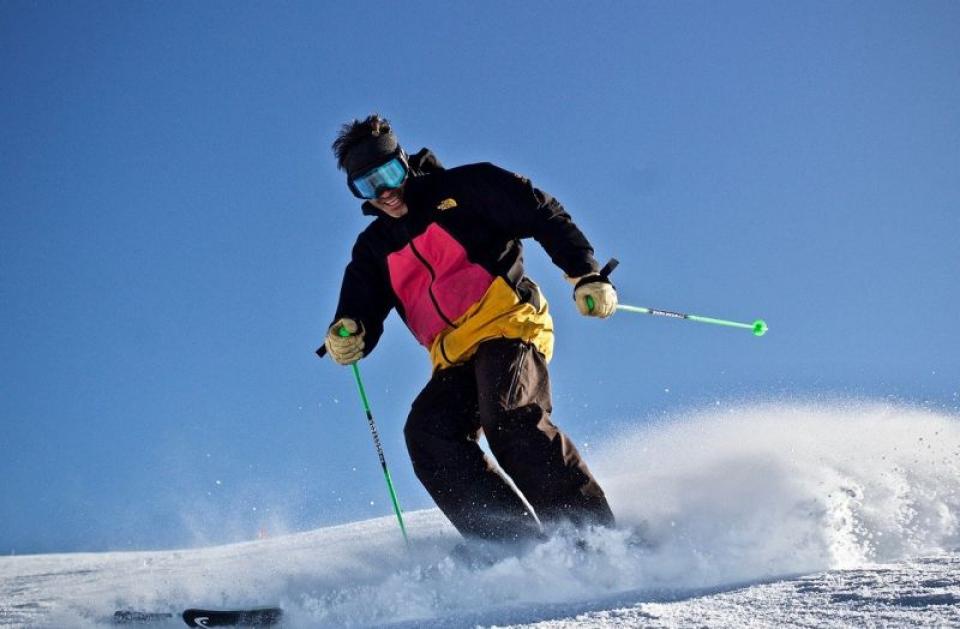 La schi, dacă nu ești pregătit, te poți accidenta. Foto: Pixabay