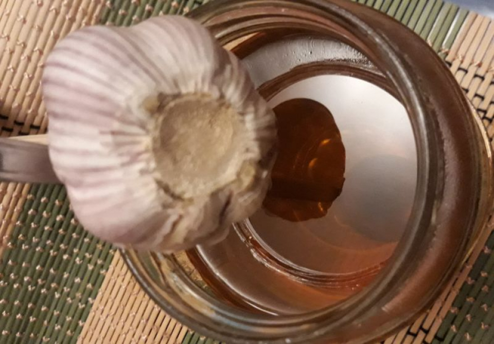 Usturoiul și mierea, combinația ciudată dar bună pentru imunitate. Foto: DC Medical