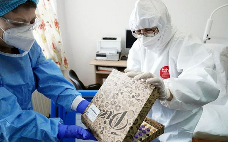 Vacacinul adus la Slobozia în cutii de pizza. Foto: IndenepdentOnline.ro