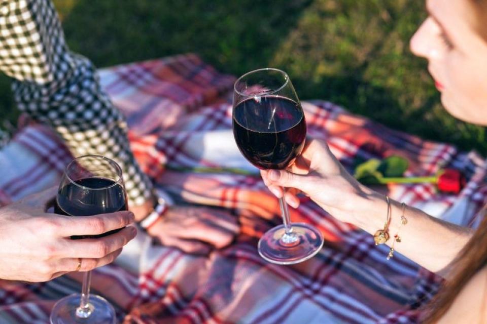 Un pahar de vin pe zi nu e așa sigur pentru inimă precum se credea. Foto: Pixabay