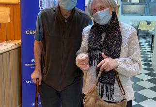 Soții Popescu s-au vaccinat împreună   FOTO: Facebook Ro Vaccinare