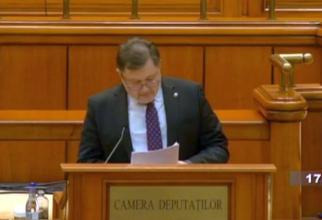 Prof dr Alexandru Rafila a citit moțiunea simplă contra lui Vlad Voiculescu