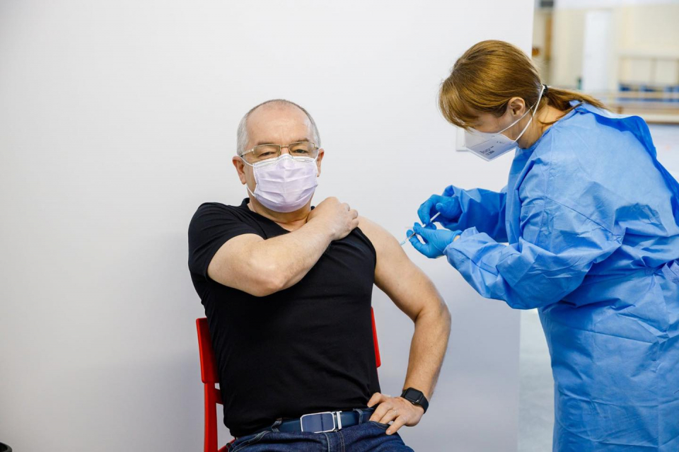 Primarul Clujului s-a vaccinat luni, 15 februarie  FOTO: Facebook Emil Boc