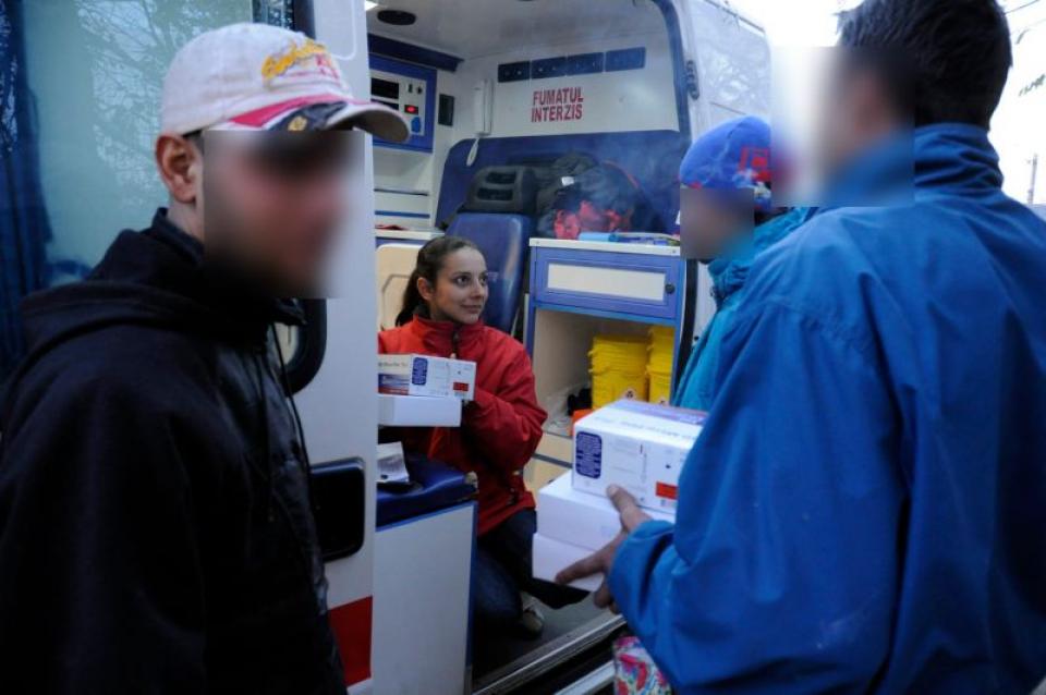 Echipa mobilă ARAS avea grijă de ani de zile, de mii de oameni vulnerabili. Foto: Facebook ARAS / Daniel Herard