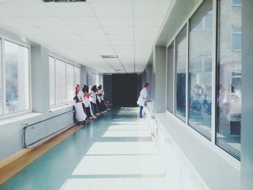O asistentă și-a întrebat pacienții aflați aproape de moarte ce regretă cel mai mult din viață, FOTO pexels