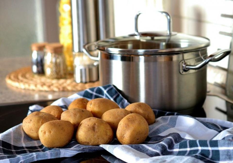 Leacul pentru curățarea ficatului se face cu cartofi. Foto: Pixabay