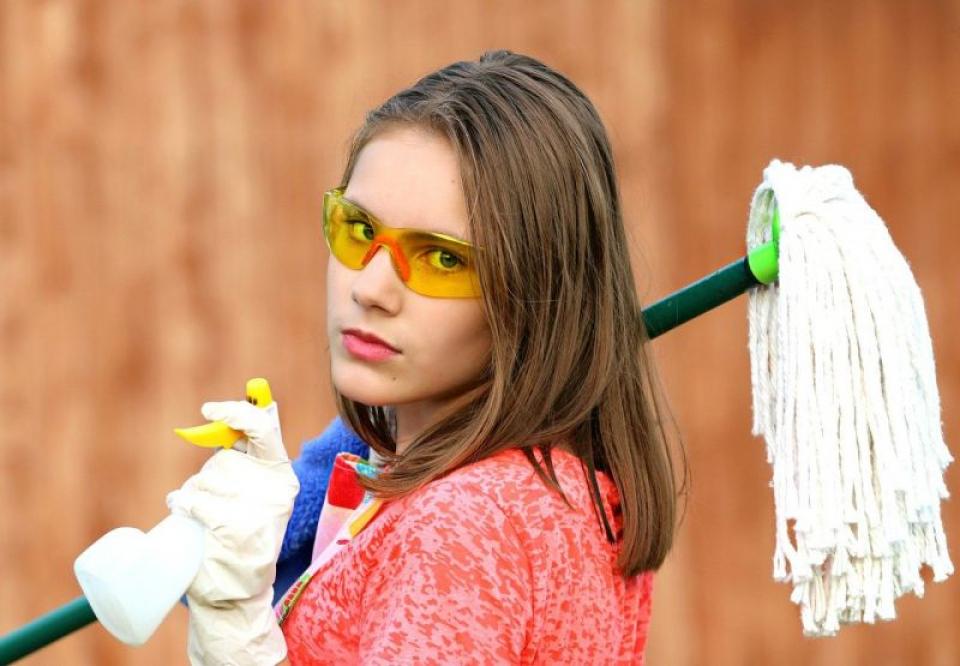 O parte din obiectele pentru curățenie pot fi veritabile aparte de sport. Foto: Pixabay