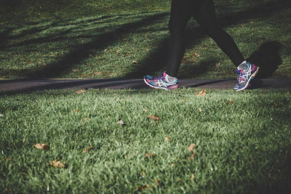 Mersul pe jos ajută la sănătate