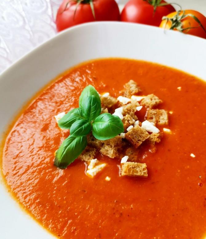 Supă de roșii cu crutoane. Foto: Pixabay