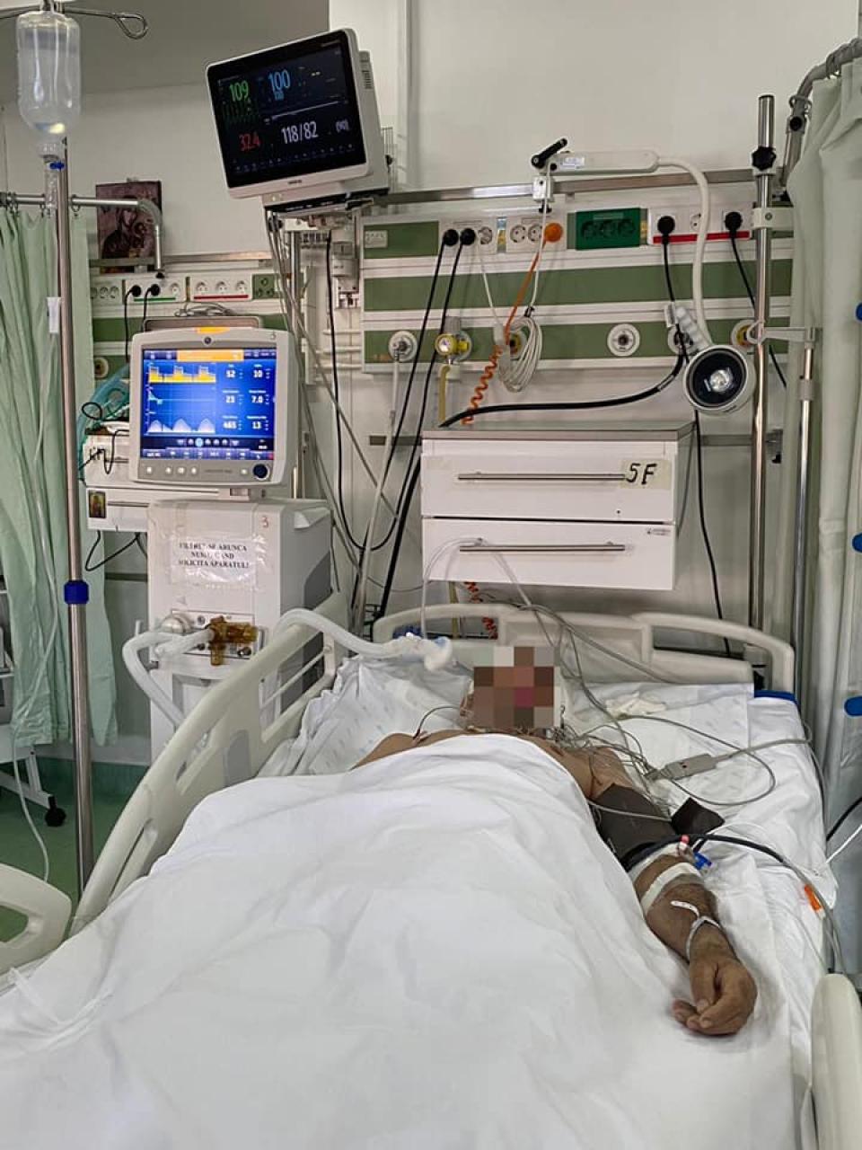 Bolnav cu COVID, pe patul de spital   Facebook Laurentiu Ivanovici