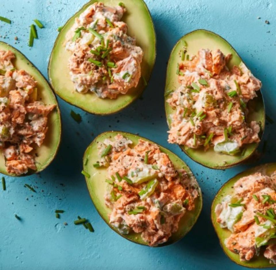 Avocado cu somon   Foto: eatingwell.com